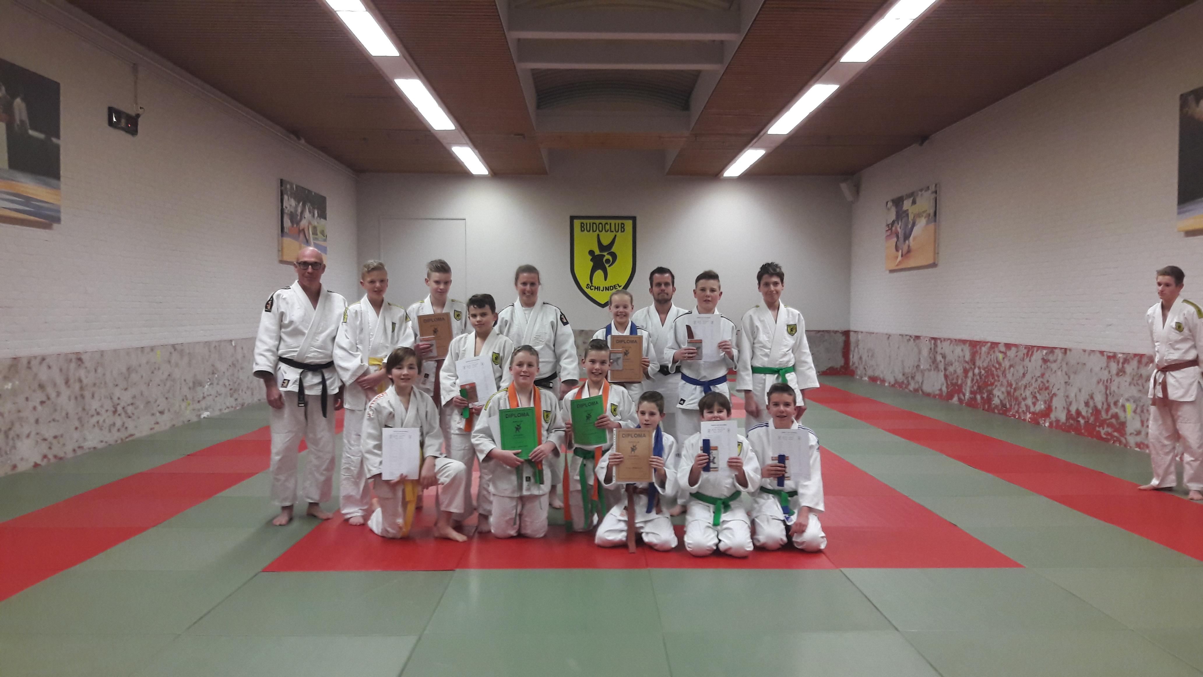 Judo examens groep 1, 2 en 5 zitten er op
